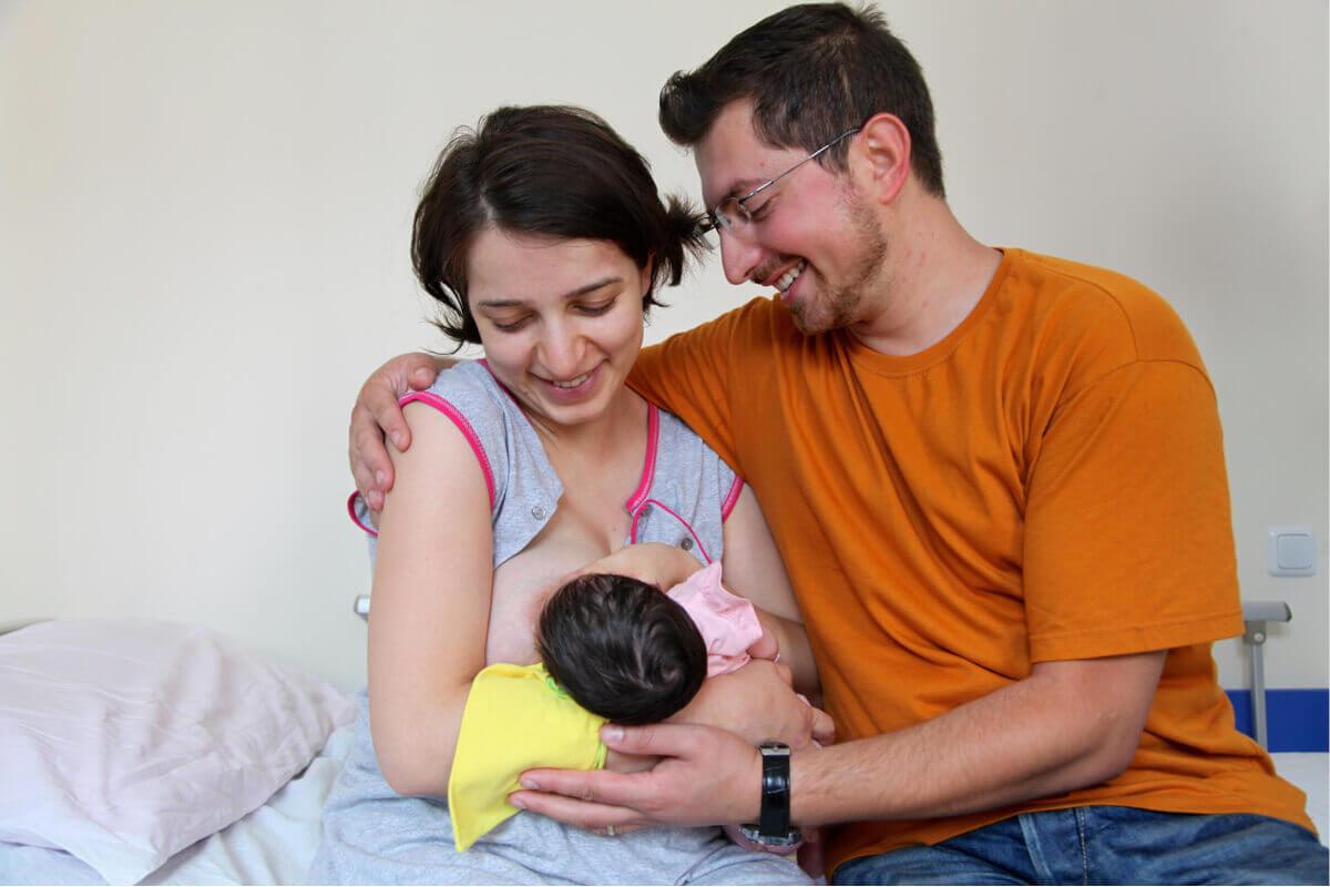 Med dojenjem se lahko pojavijo razne težave in posebnosti. Treba je vedeti, na kaj biti pozoren in kako se ob težavah pravilno odzvati.